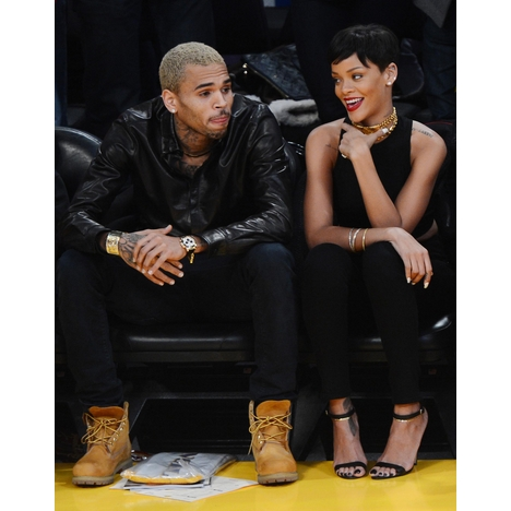 Rihanna_chris_brown_122512_xyz_001_1_full